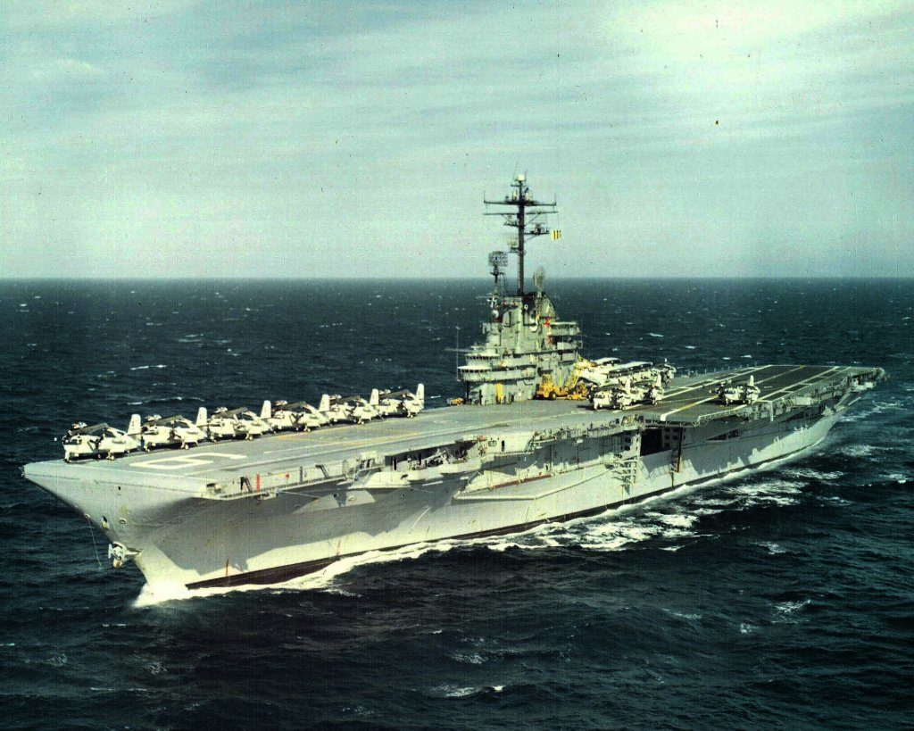 USS Essex (CVS-9) underway, circa 1967. (Image courtesy NAVSOURCE)