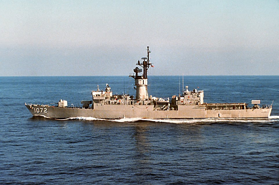 1 February 1991: At sea - A port beam view of Blakely underway underway off the coast of Newport, R.I. (U.S. Navy photo DVID #DN-ST-91-05242 from the DVIC)