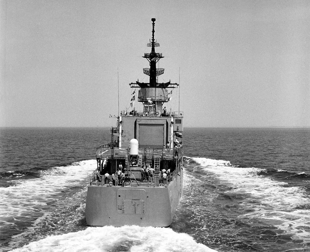 1 September 1988: Off Hampton Roads, Va. - A stern view of Aylwin underway as it leaves Naval Station, Norfolk, Virginia. (U.S. Navy photo DVID #DN-SN-90-06084 from the DVIC)